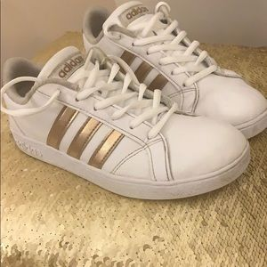 Kids' Adidas Grand Court Sneaker in Copper